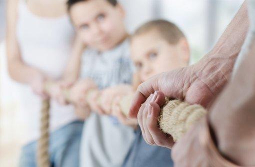 Wenn Erziehung nicht zum Tauziehen zwischen Eltern und Kindern werden soll, hilft es manchmal, einen Experten zu fragen Foto: S.Kobold/Fotolia