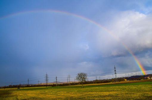 Wechselhaftes Wetter beschert schöne Regenbogen