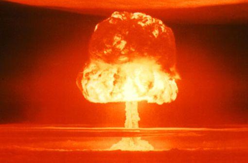 """Am 27. März 1954 zündeten die USA auf dem Bikini-Atoll im Pazifik die Wasserstoffbombe """"Castle Romeo"""". Sie hatte eine Sprengkraft von elf Megatonnen. Foto: Wikipedia commons/United States Department of Energy"""