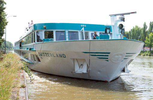 Unfall mit Kreuzfahrtschiff auf dem Neckar
