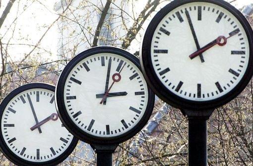 Vor, zurück - was denn nun? Die Zeitumstellung sorgt jedes Jahr erneut für Verwirrung.  Foto: AP