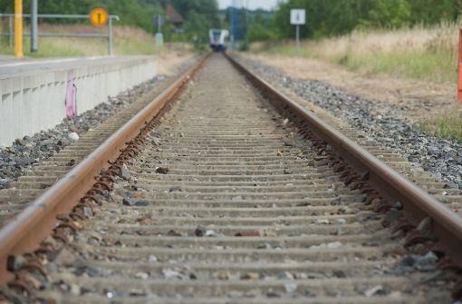 Zwei Männer von Zug erfasst - tödlich verletzt