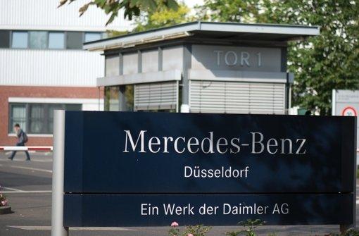 Im Düsseldorfer Sprinter-Werk der Daimler AG haben Beschäftigte am Dienstagmorgen ihre Arbeit niedergelegt. (Archivbild) Foto: dpa