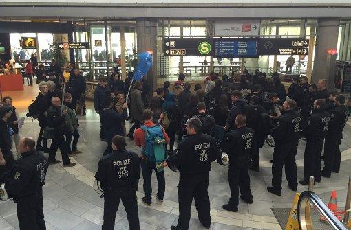 Der Einsatz am Stuttgarter Flughafen läuft glimpflich ab. Foto: Franz Feyder
