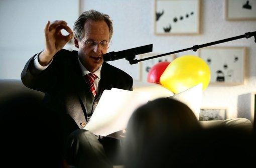 Oberbürgermeister Wolfgang Schuster wird den Fredericktag eröffnen. Das Bild entstand bei einer Prominentenlesung für Kinder. Foto: Michael Steinert