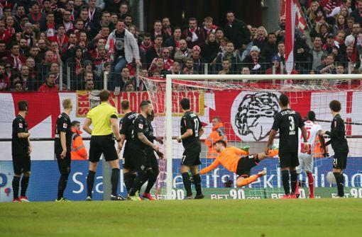 VfB-Torhüter Ron-Robert Zieler wurde in der Partie beim 1. FC Köln von Fans beleidigt. Foto: Pressefoto Baumann