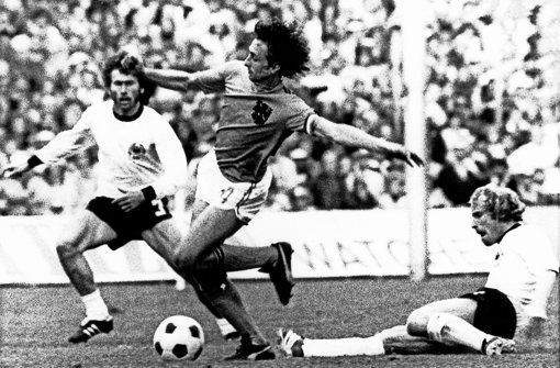 Im WM-Finale 1974 hatte Johan Cruyff (zwischen Breitner (li.) und Vogts nicht seinen besten Tag. Foto: dpa