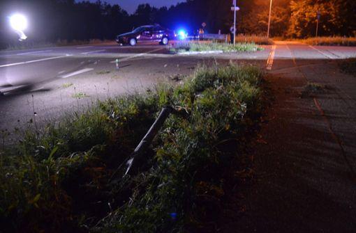 Frau wird aus dem Auto geschleudert und stirbt