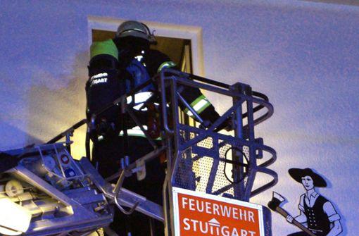Aus dem Dachgeschoss drang Rauch. Foto: SDMG