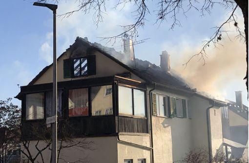 Mann stirbt bei Brand in Mehrfamilienhaus