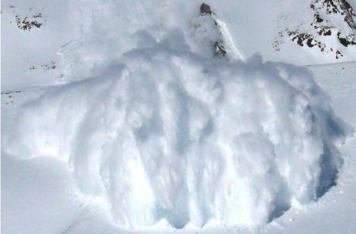 Riesen-Lawine überrollt Schweizer Wintersportort