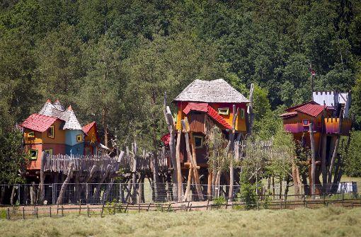 Ganz aus Holz sind die Baumhäuser der Oase Weil, der Ausblick in rund zehn Metern Höhe in die Naturlandschaft von Weil im Schönbuch bezaubernd. Foto: factum/Granville