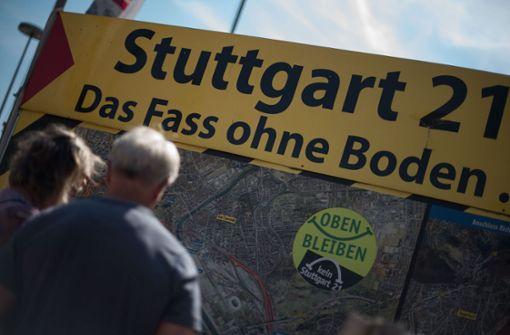 Die Aktivisten wollen die Öffentlichkeit über die Nachteile von Stuttgart 21 und über alternative Möglichkeiten der Bahninfrastrukturgestaltung informieren. Foto: Lichtgut/Max Kovalenko