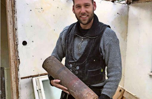 Dachdecker findet scharfe  Weltkriegsbombe