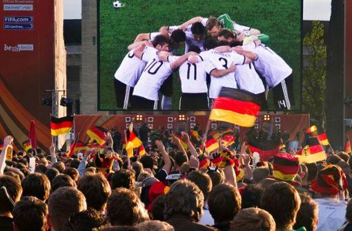 Die deutschen Anhänger können sich auf fanfreundliche Anstoßzeiten freuen. Foto: dpa-Zentralbild