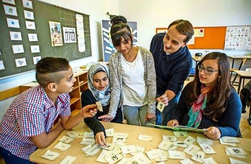Deutsch lernen mit Kärten in der Vorbereitungsklasse der Hohensteinschule in Zuffenhausen. Foto: Lichtgut/Max Kovalenko