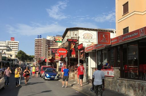 Deutsche Touristen am Ballermann von Messerstecher verletzt