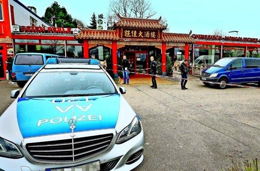 Der Tatort vor der Asien-Perle in Backnang ist abgesperrt Foto: 7aktuell.de/Schmalz