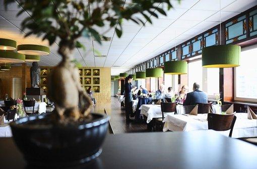 Stilvoll und modern: der lang gezogene Gastraum des Sinam in Böblingen. Foto: Michele Danze