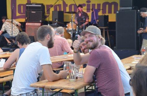 Daumen hoch: die Stimmung beim Lab-Festival war entspannt. Foto: Sandra Hintermayr