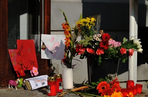 In Berlin entdeckt die Polizei am Mittwoch vier Leichen in einem Mehrfamilienhaus. Foto: dapd