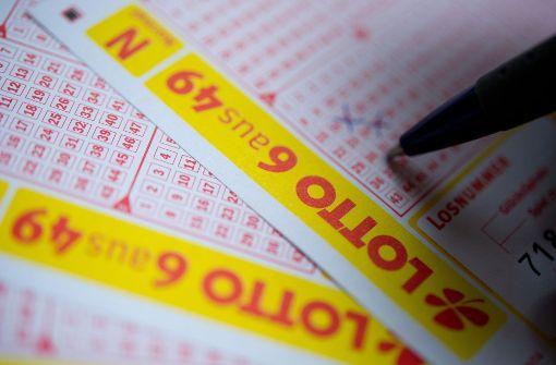Die Chance im Lotto zu gewinnen liegt irgendwo zwischen 1 zu 140 und 1 zu 292 Millionen