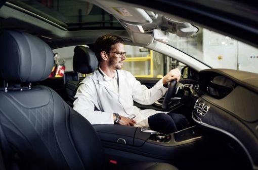 Joko Winterscheidt macht den Tankwart für Mercedes