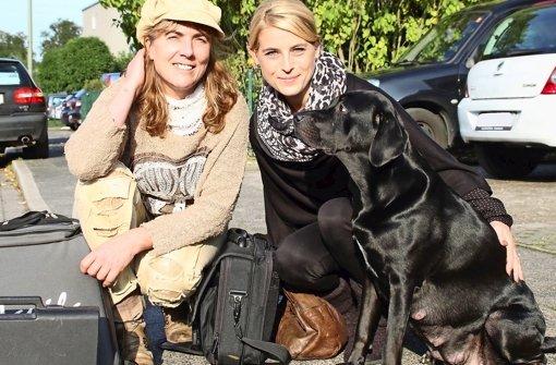 Die Tierhebamme Monika Feldbusch (li.) mit ihren Patientinnen Jaqueline und Uschi Foto: Przybilla