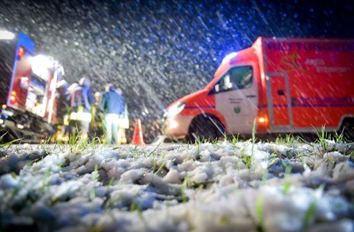 Die Einsatzkräfte sind bei diesem Wetter in ständiger Alarmbereitschaft (Symbolbild). Foto: dpa