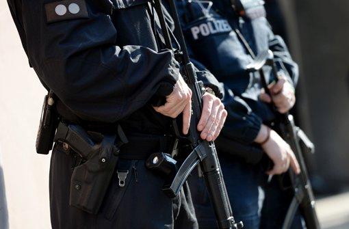 Spezialkräfte der Polizei haben in Ludwigsburg einen mutmaßlichen IS-Terroristen festgenommen (Symbolbild) Foto: dpa