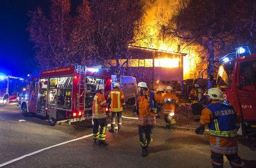 Reithalle steht in Flammen