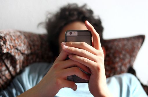 Ein italienisches Gericht hat häufiges berufliches Handy-Telefonieren als Ursache eines Gehirntumors anerkannt. Foto: dpa