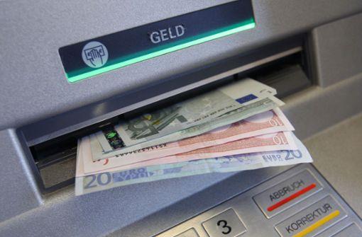 Unbekannte manipulieren mehrere Geldautomaten