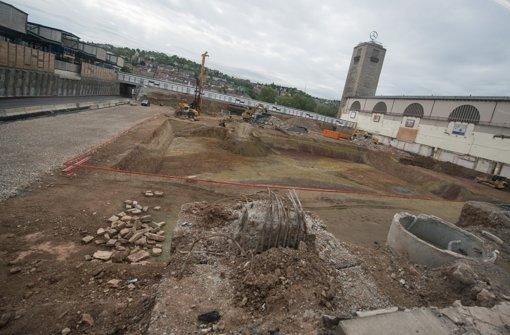 Die Bauarbeiten für den neuen Durchgangsbahnhof gehen weiter Foto: dpa