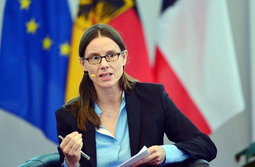 Staatssekretärin Katrin Suder schätzt die Bedrohung als sehr ernst ein. Foto: dpa