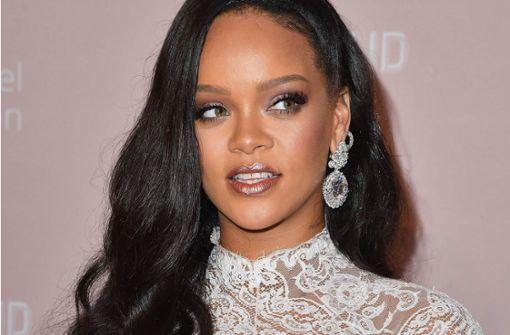 Stars wie Paris und Nicky Hilton glitzern mit Rihanna um die Wette