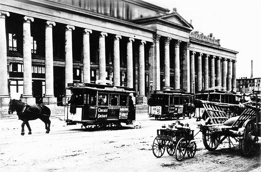 Schon 1887 hatten die Pferdedroschken Reklame auf dem Wagen. Foto: SSB