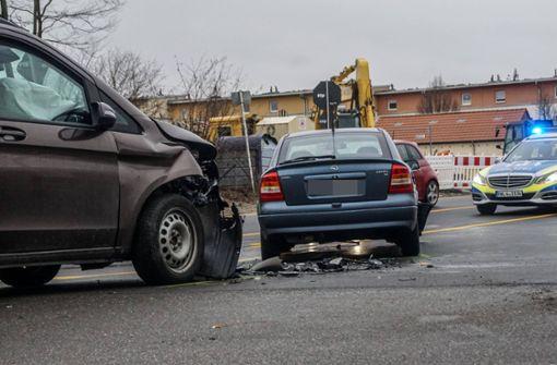 Schwerer Unfall fordert Schwerverletzte und 50.000 Euro Schaden