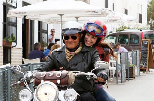Terence Hill und Veronica Bitto: Ihre Figuren sind im Film unterwegs nach Spanien. Foto: KSM