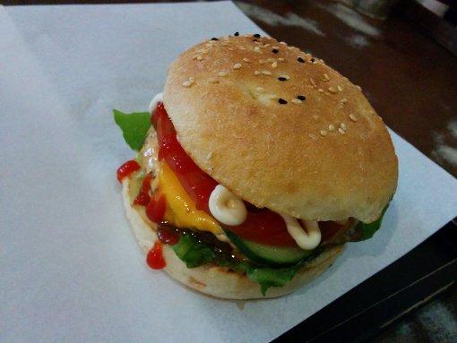 So sehen Sieger aus: ein Burger von Triple B Foto: Weh