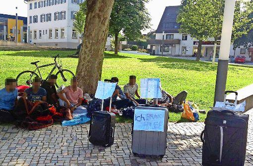 Flüchtlinge campen auf Neuhausener Schlossplatz