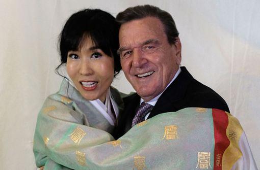 """Gerhard Schröder feiert mit Ehefrau Nummer fünf im Hotel """"Adlon"""""""