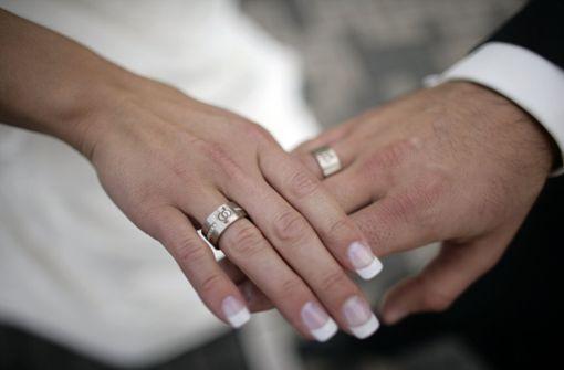 Grund für den Streit war demnach der Alkoholkonsum des 21 Jahre alten Ehemannes auf der Hochzeitsfeier. Foto: dpa