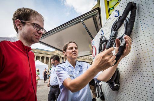 Fahrradaktionstage auf dem Schlossplatz: Da gibt es auch Tipps von der Polizei Foto: Lichtgut/Julian Rettig