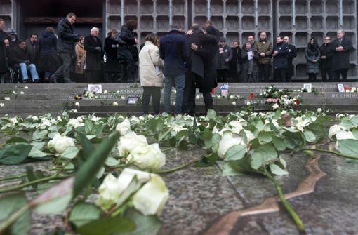 Ein Riss erinnert an die Opfer