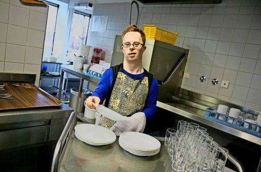 Die Küche  zählt zu den Lieblingsarbeitsplätzen von  Mauricio Klumpp. Foto: Horst Rudel