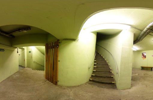 ... erwartet einen ein kühl ausgeleuchtetes, unbeheiztes Treppenhaus. Im Keller ... Foto: Jan Georg Plavec