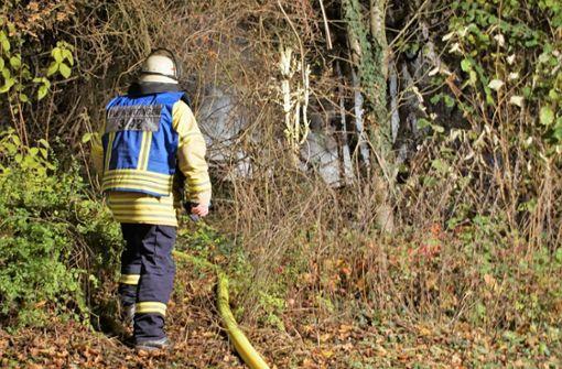 Wohnwagen und Hütte geraten in Brand