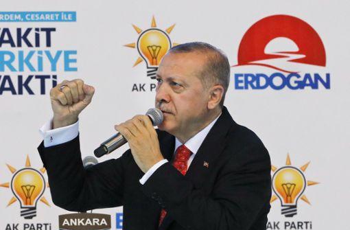 Erdogan ruft Türken zum Tausch ihrer Dollars und Euros in Lira auf