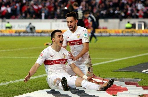 Filip Kostic und Lukas Rupp beackern die Außenbahnen im Stuttgarter Spiel – und machen es für die Gegner schwer ausrechenbar Foto: Pressefoto Baumann